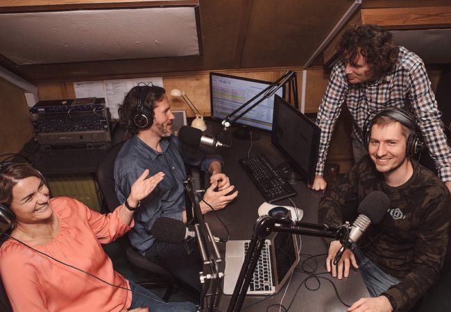 Свободное радио вещает о том, что волнует людей